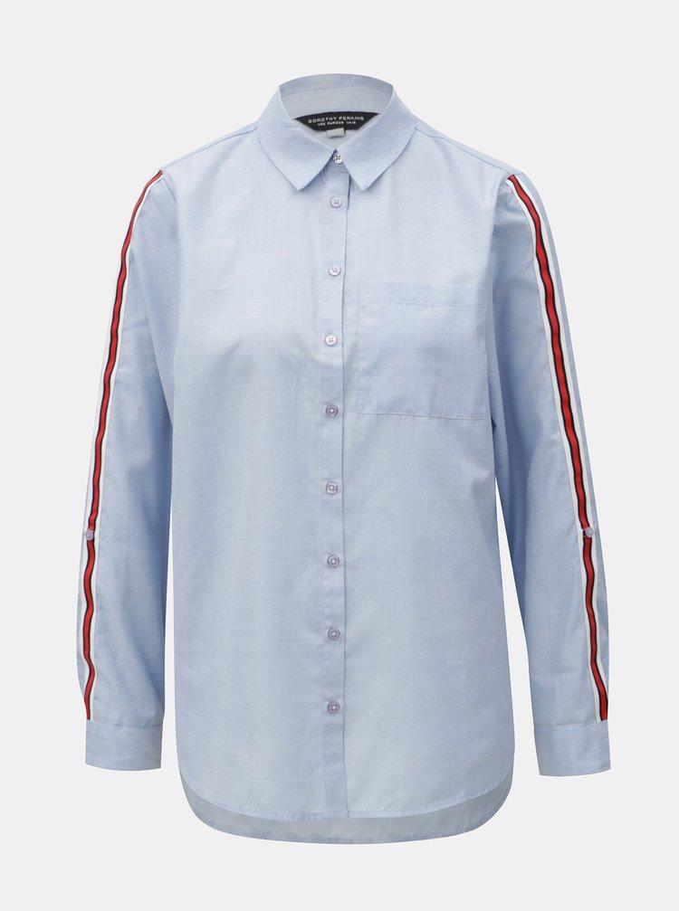 Svetlomodrá košeľa s náprsným vreckom a červenými pruhmi na rukávoch Dorothy Perkins