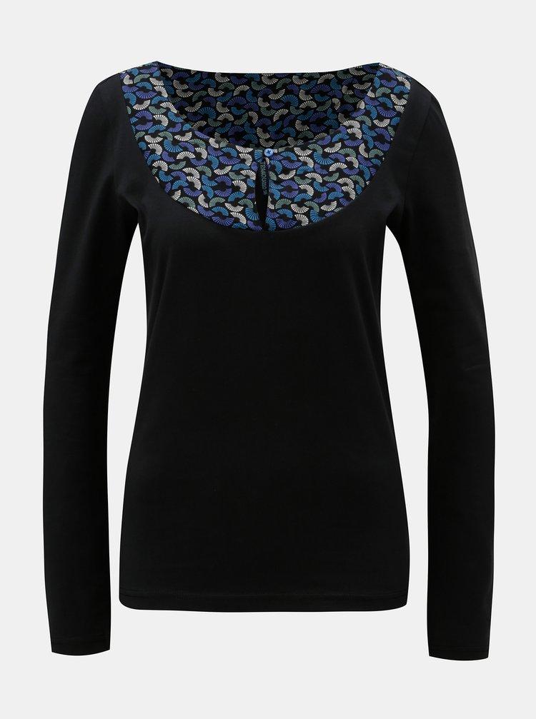 Čierne tričko so vzorovanou časťou v dekolte Tranquillo Eos