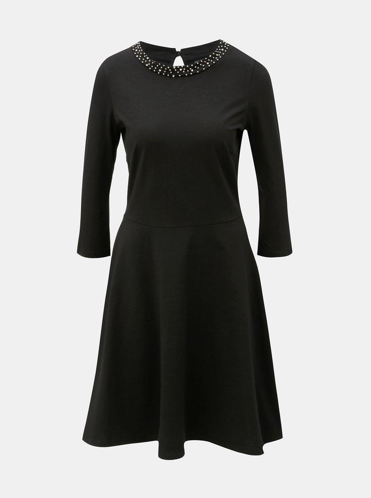 ... Čierne šaty s korálkami vo výstrihu a 3 4 rukávom Dorothy Perkins  Embellished 5c4d31d2b57