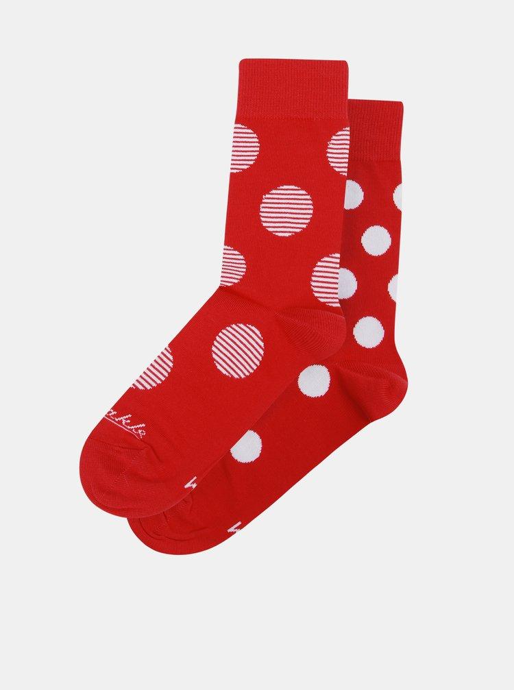 Bílo-červené unisex puntíkované ponožky Fusakle Červenostraník