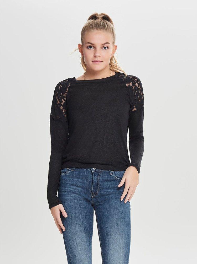 Černé tričko s krajkou na ramenou ONLY