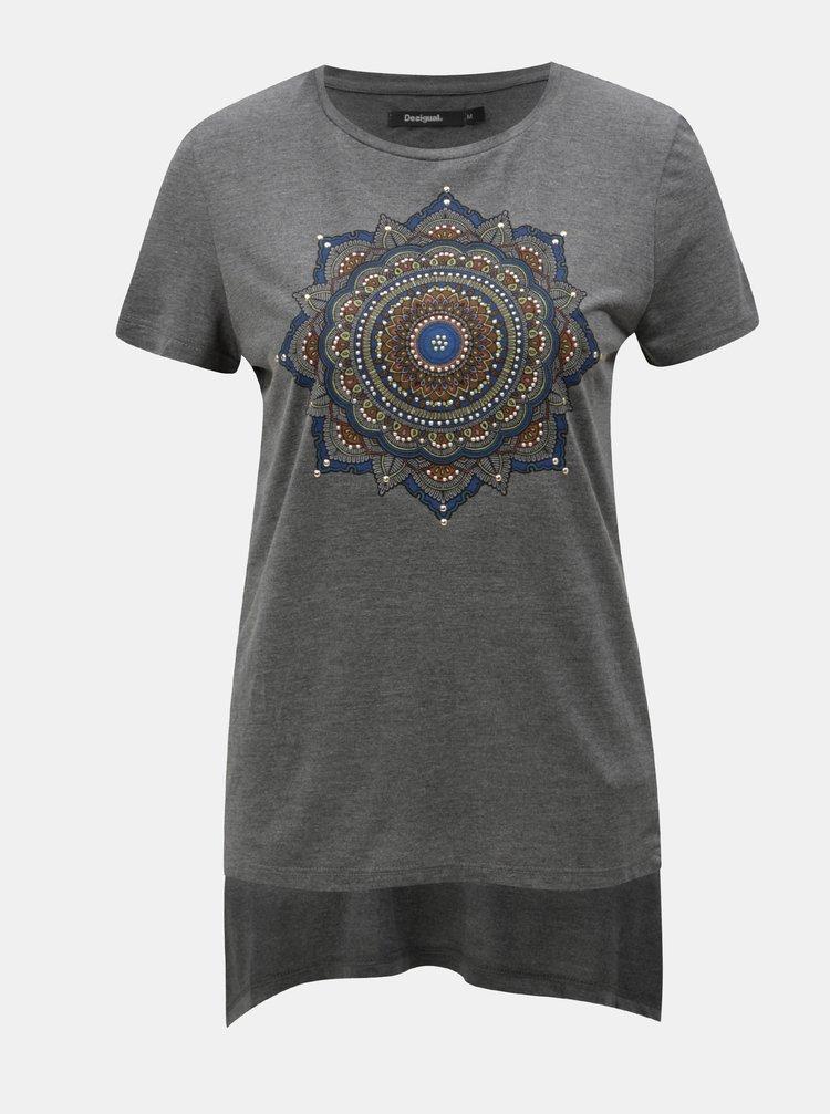 Tmavě šedé tričko s cípy a potiskem Desigual