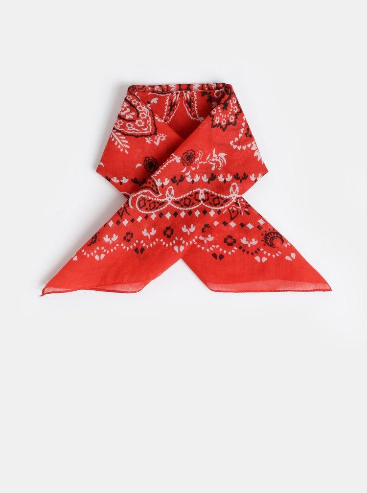 Červený vzorovaný šátek Pieces Brandy