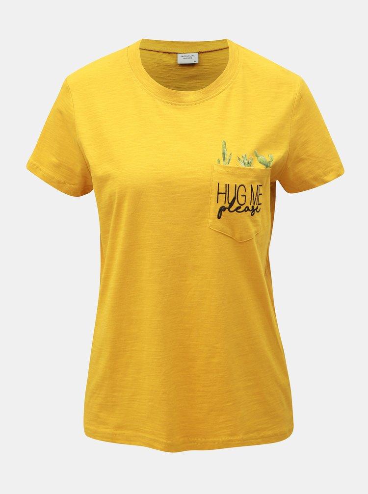 Horčicové tričko s vreckom Jacqueline de Yong Kid
