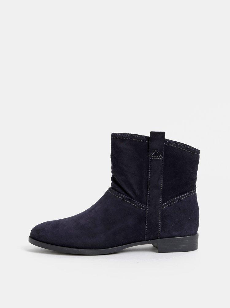 Tmavomodré semišové kotníkové topánky Tamaris
