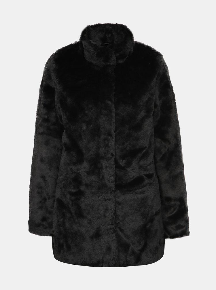 Černý kabát z umělé kožešiny ONLY Vida