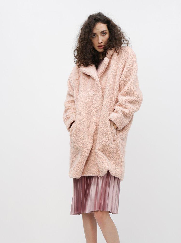 Světle růžový kabát z umělé kožešiny ONLY Aurelia