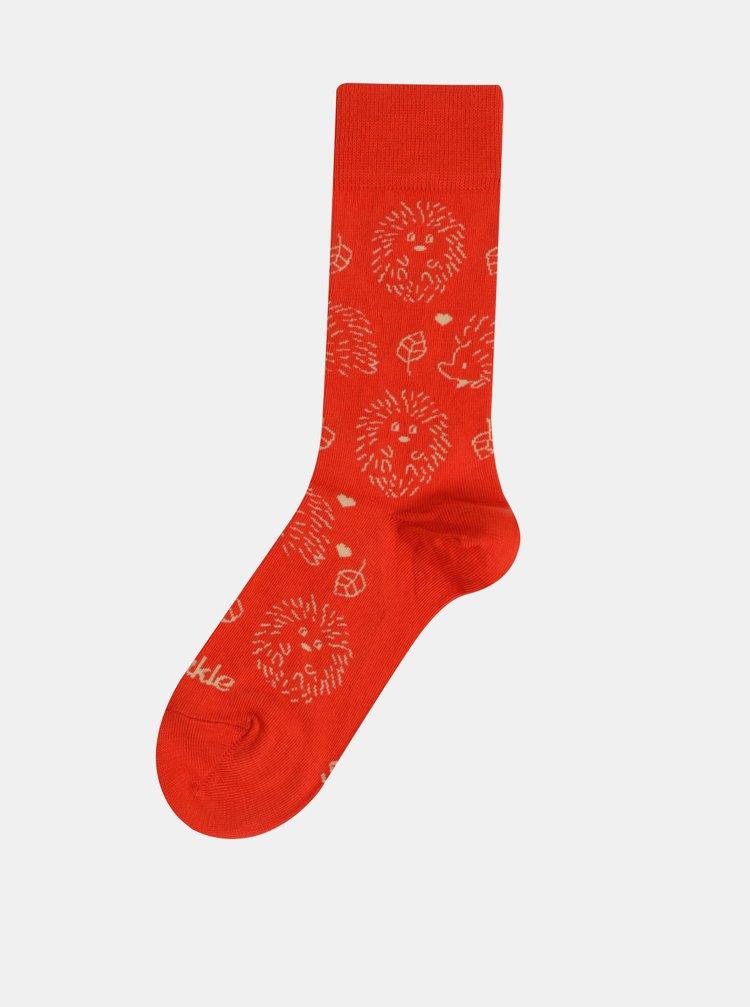 Červené vzorované ponožky Fusakle V zahrade