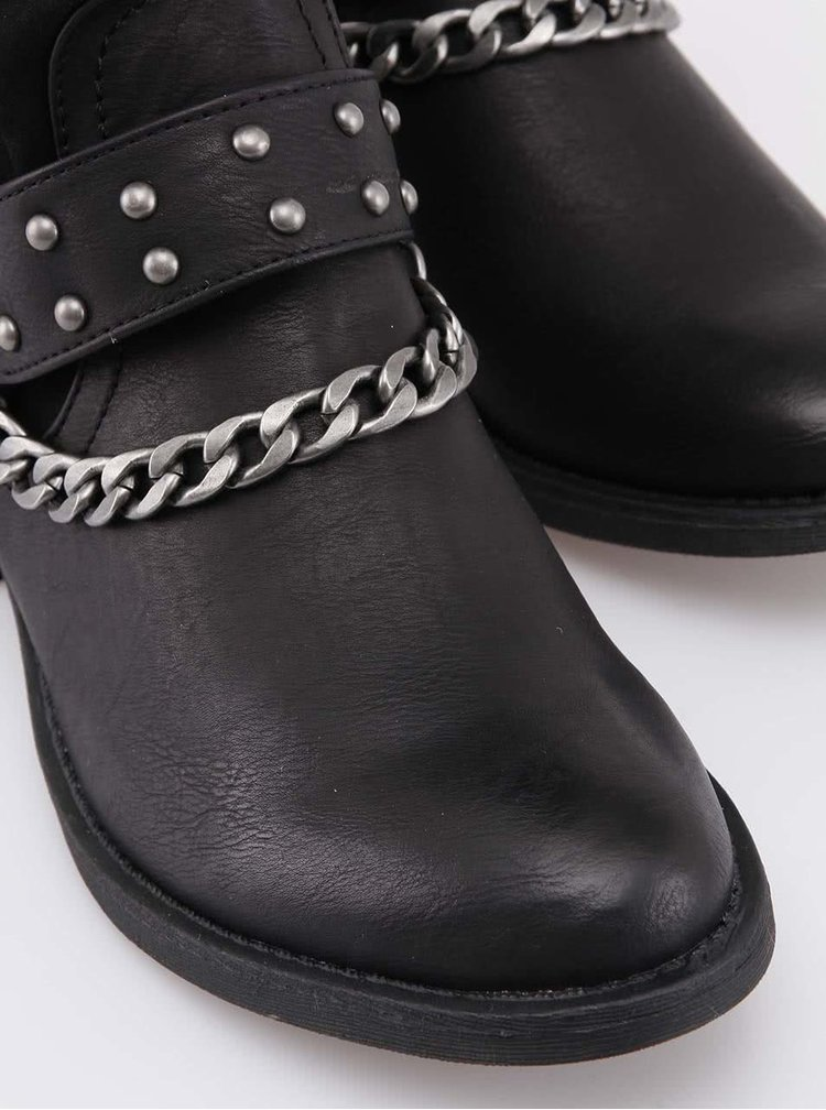 Cizme negre cu curea decorativă de la Mariamare