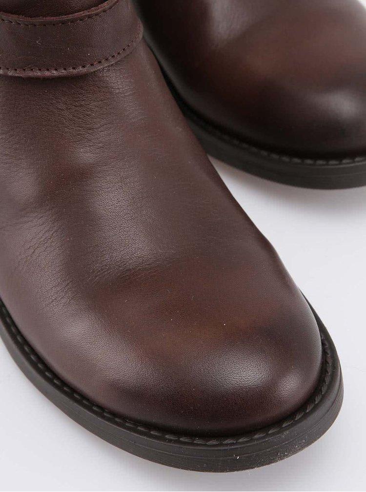 Tmavě hnědé kožené boty s přezkami Pieces Iza