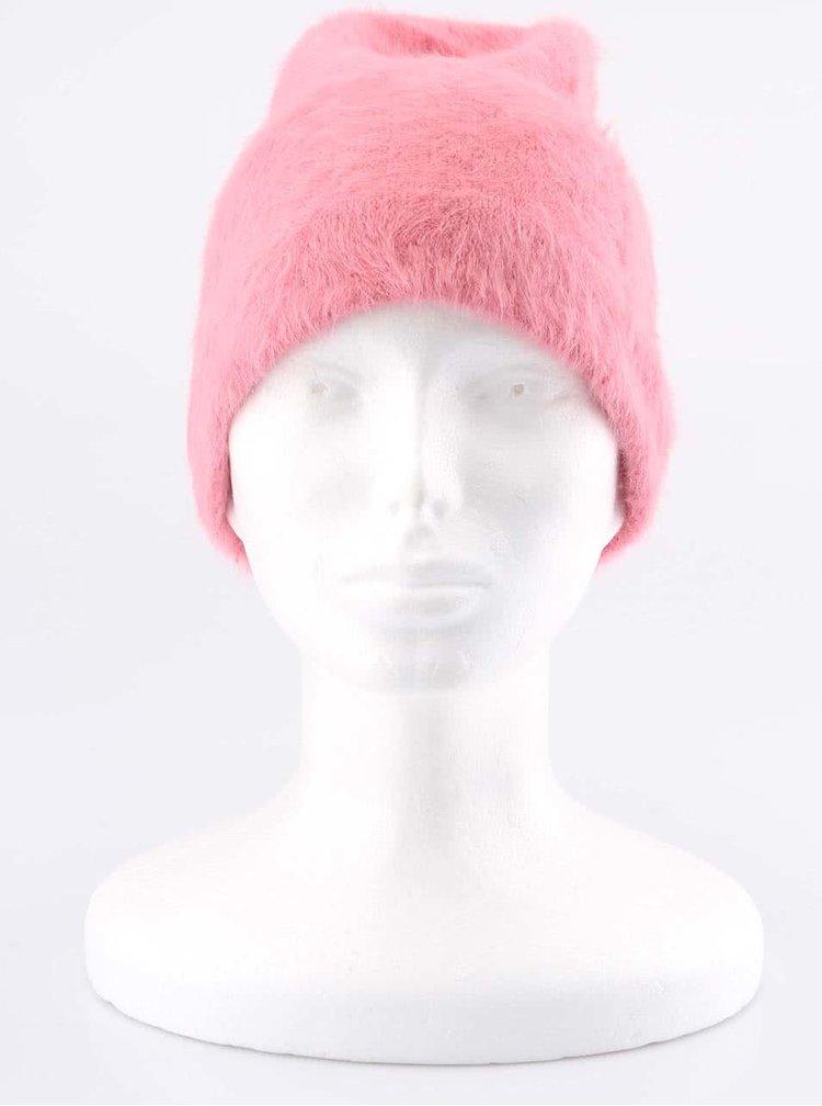 Růžová čepice s kožíškem INVUU London
