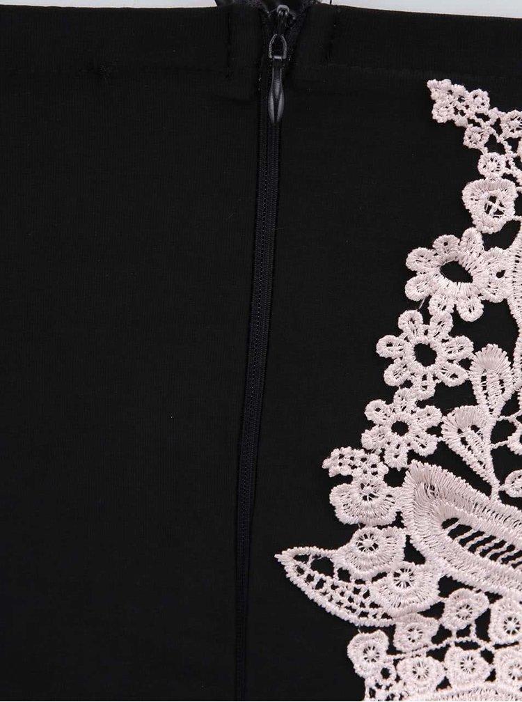 Čierne dlhé šaty zdobené bielou čipkou AX Paris  cd3da0849a6
