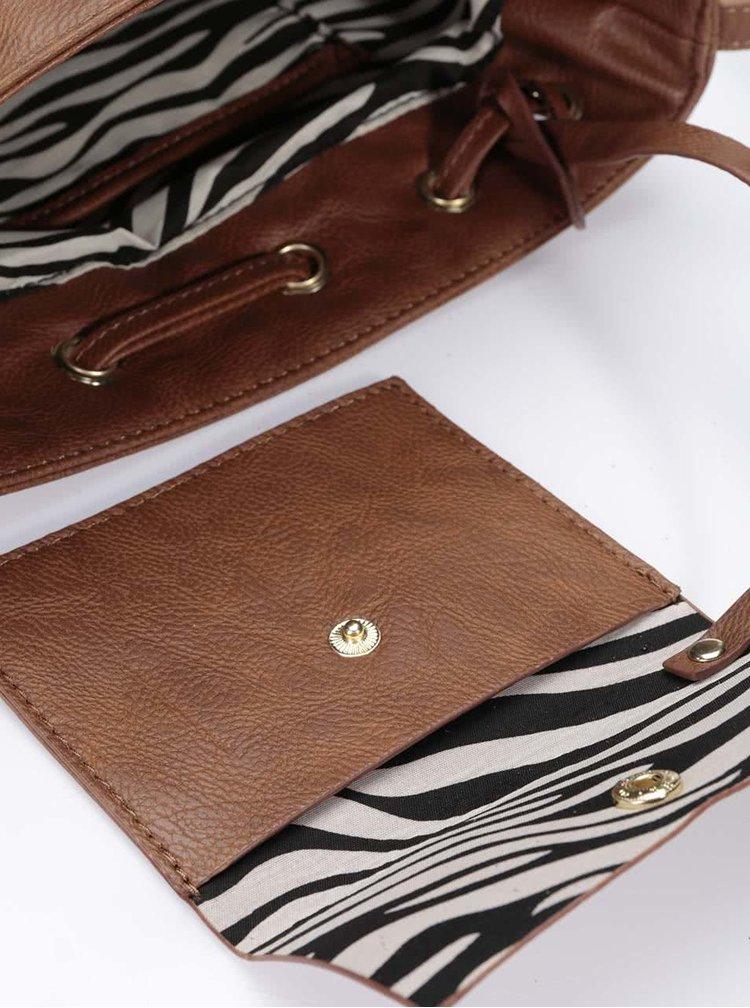 Hnedá crossbody kabelka so strapcami v semišovej úprave Steve Madden Moxie