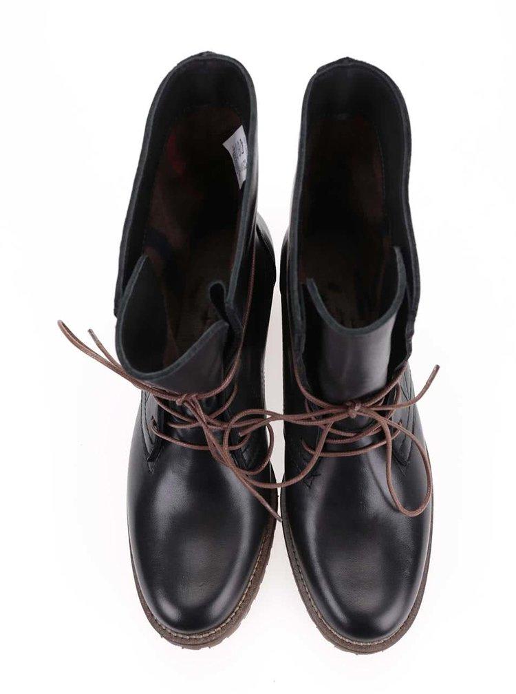 Černé kožené boty na šněrování Tamaris
