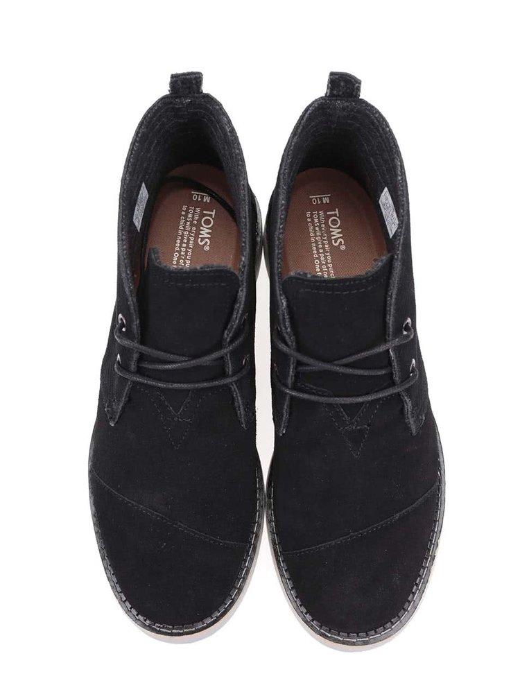 Čierne pánske kožené členkové topánky TOMS Mateo Chukka