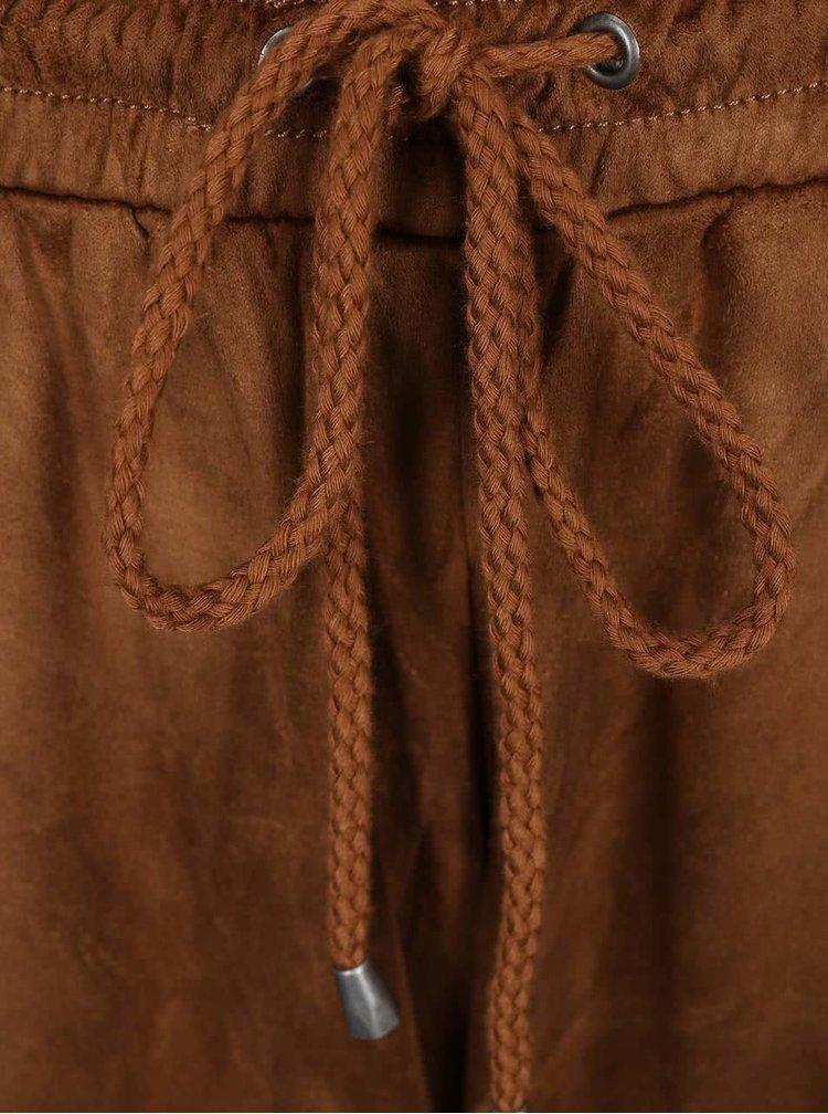 Hnědé volnější kalhoty v semišové úpravě VILA Tristin