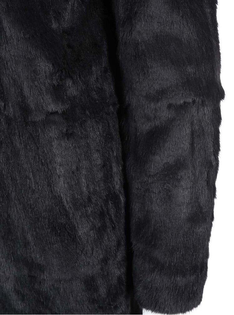 Čierny kabát s kožúškom ONLY Banks