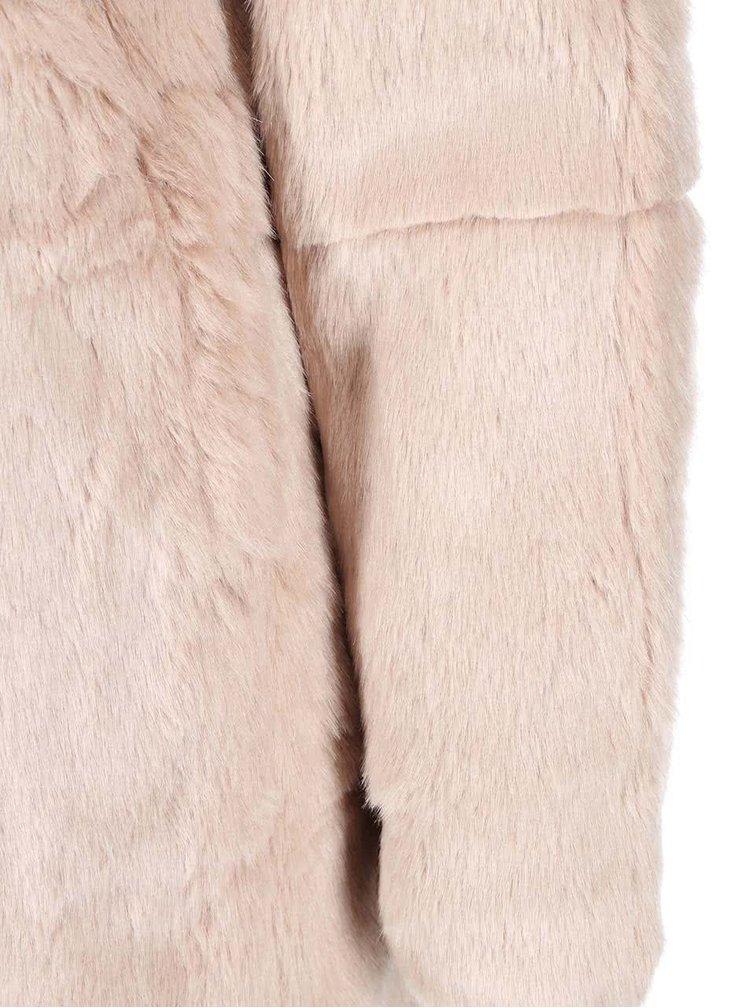 Haina Banks bej din imitatie de blana de la ONLY