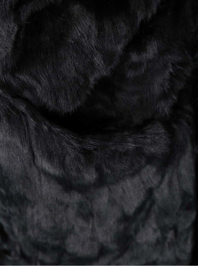 Čierny kabát z umelej kožušiny VILA Perlie