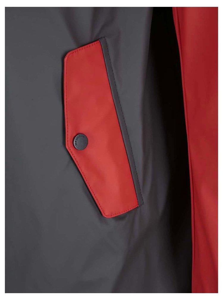 Pelerină de ploaie cu glugă de la Ben Sherman - gri cu roșu