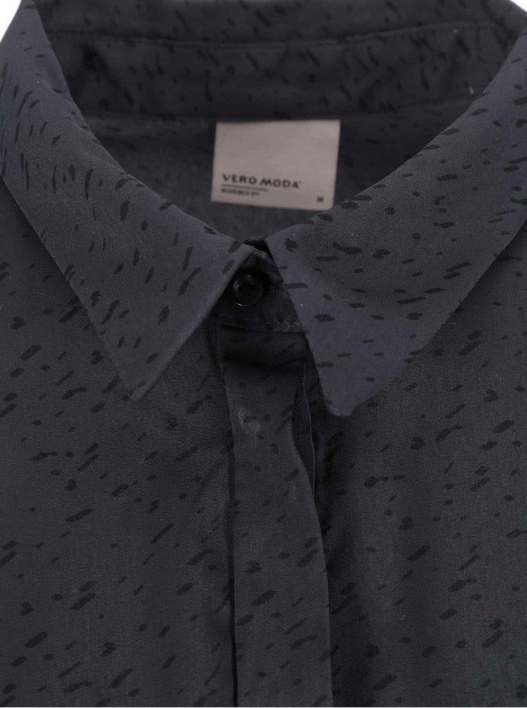 Tmavě šedá volnější košile se vzorem VERO MODA Lotus