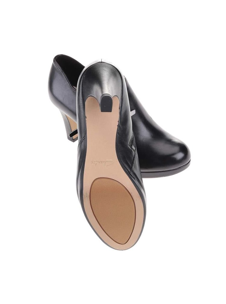 Černé kožené boty na podpatku Clarks Amos Kendra