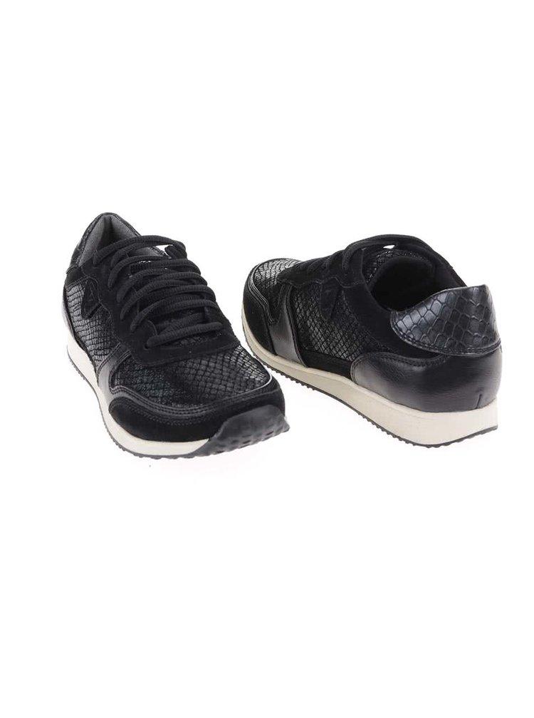 Černé kožené tenisky s krémovou podrážkou Tamaris