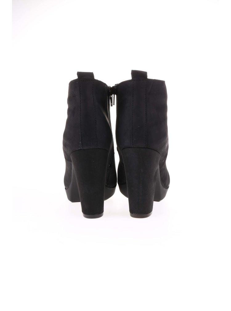 Čierne členkové topánky na podpätku Bullboxer