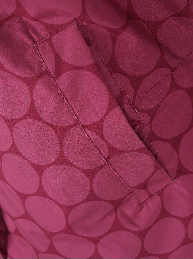 Jachetă impermeabilă vișinie, lungă, cu glugă și imprimeu de cercuri roz Brakeburn