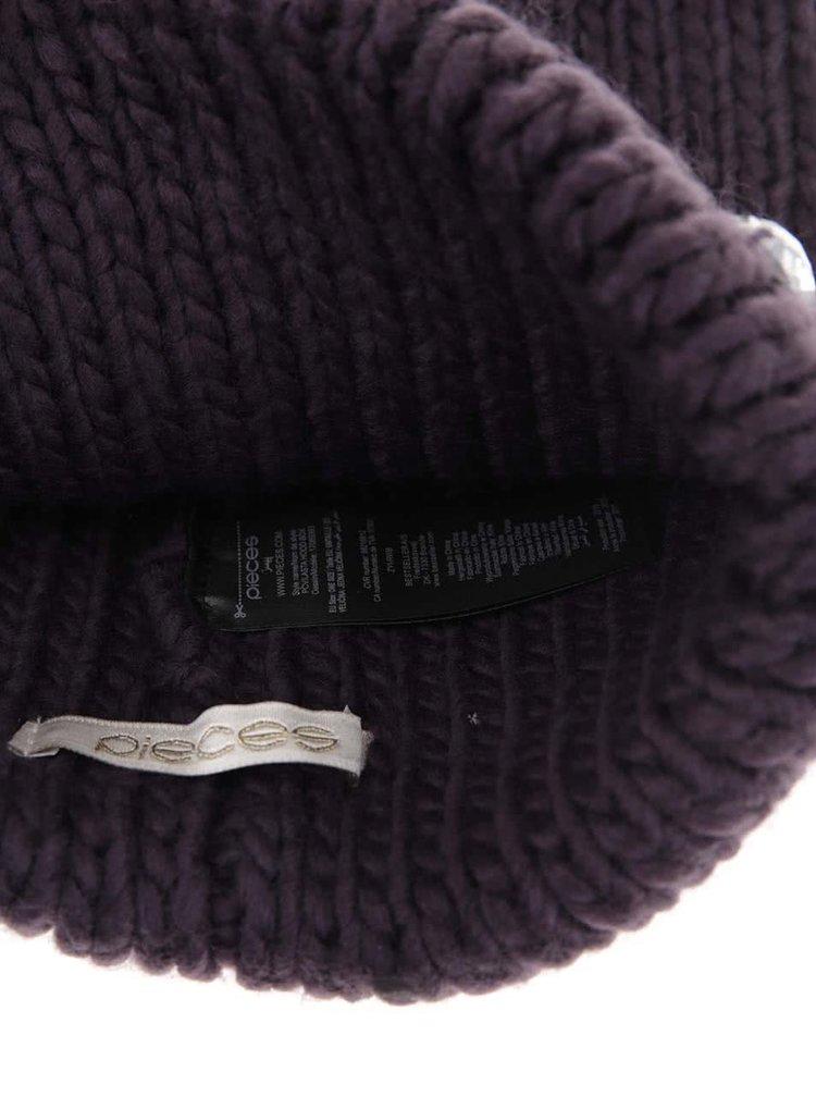 Tmavě fialová čepice s kamínky Pieces Vilasta