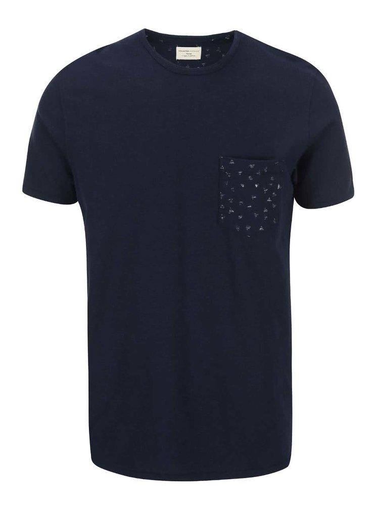Tmavě modré triko s trojúhélníky na náprsní kapse Selected Homme Jonas