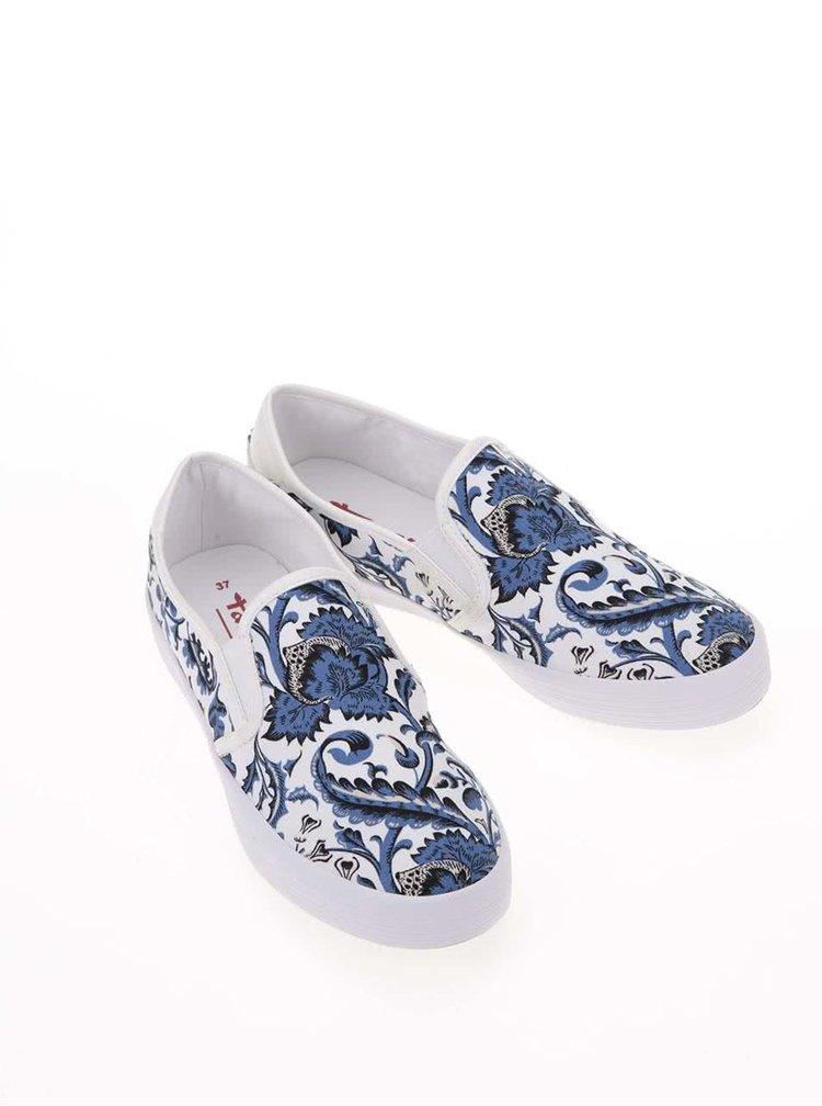 Modro-biele kvetované slip on tenisky Tamaris
