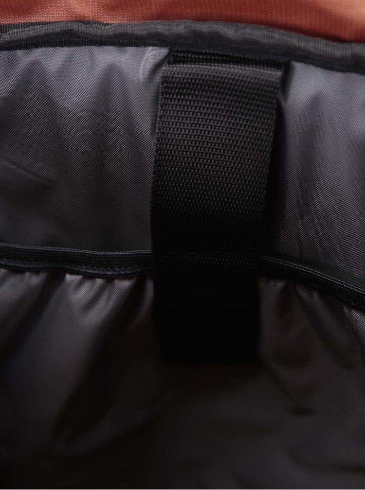 Hnědý batoh Eastpak Macnee