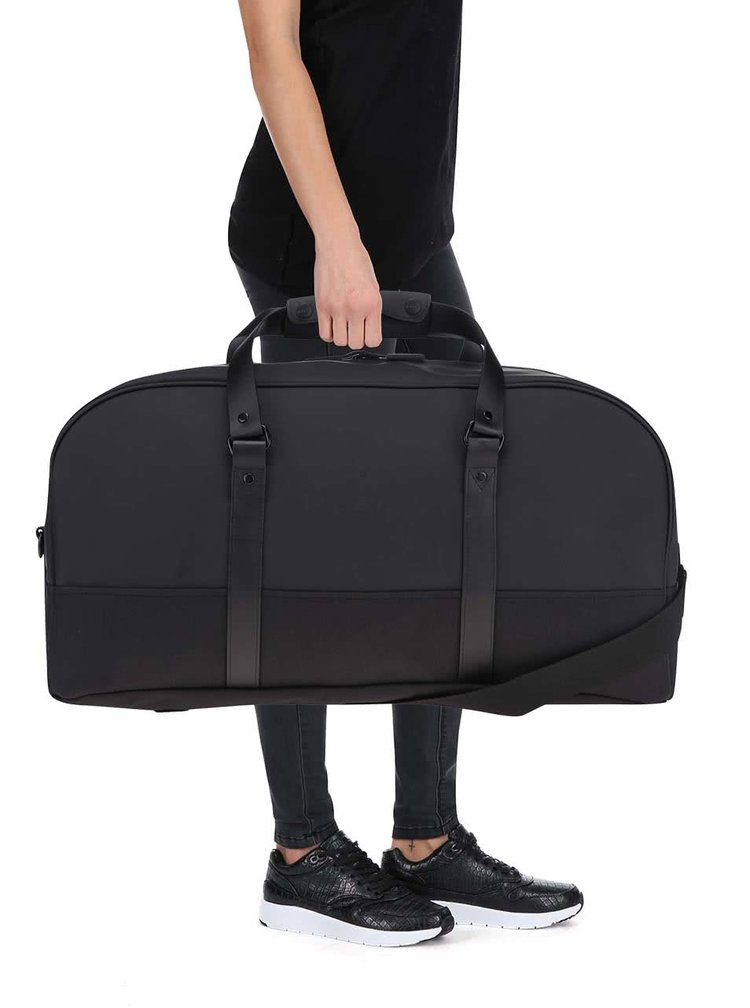 Čierna oválna cestovná taška RAINS