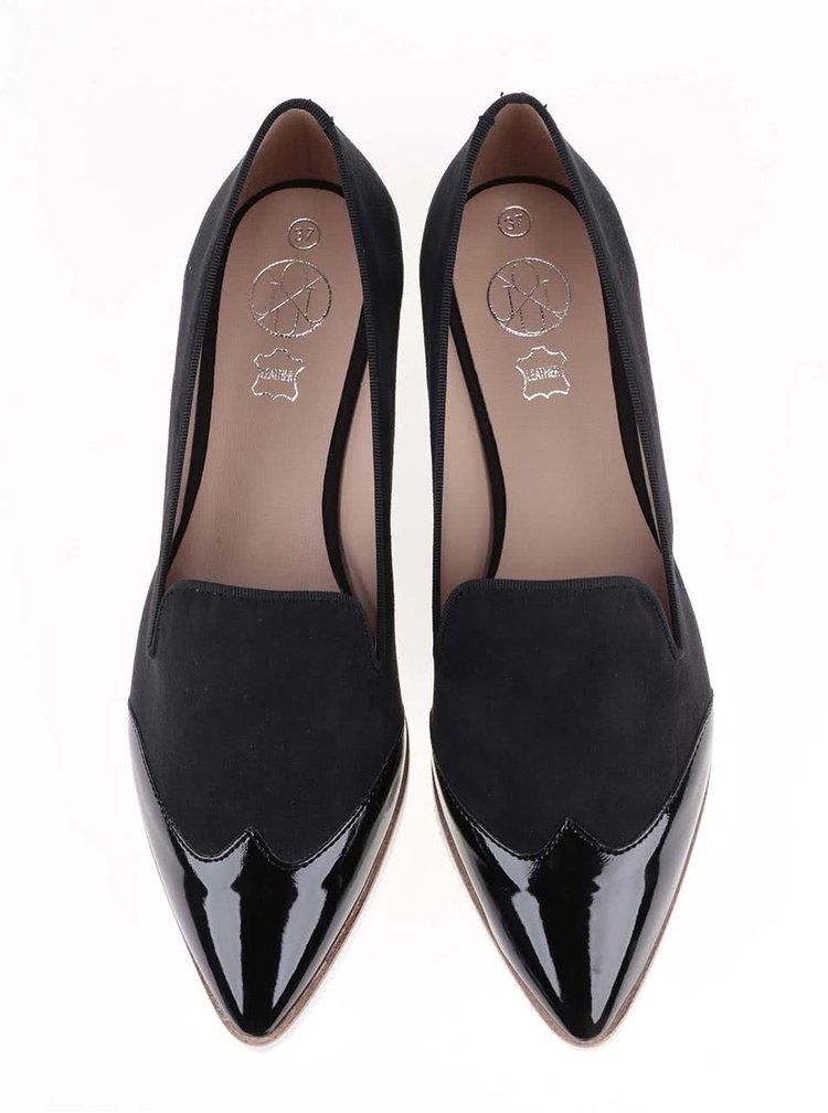 Černé loafers s lakovanou špičkou OJJU
