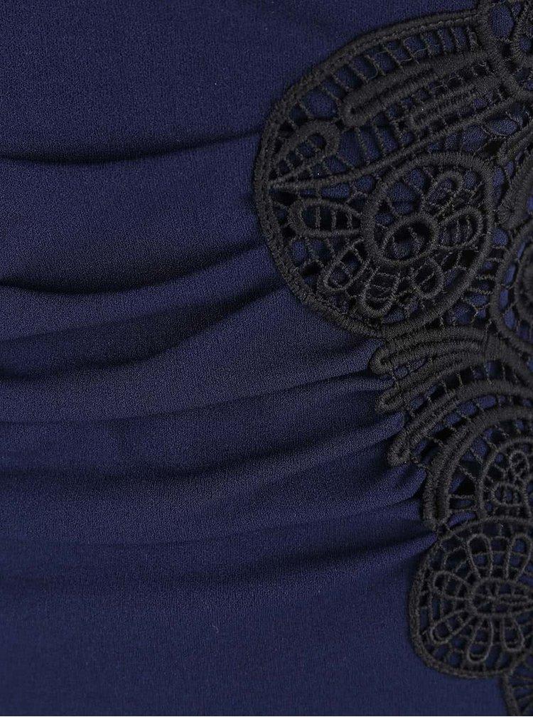 Tmavomodré krátke šaty s čiernou čipkou Lipsy