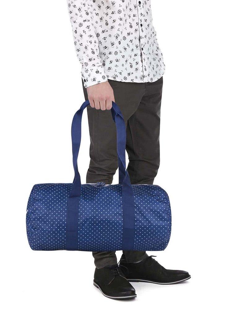Modrá puntíkovaná cestovní taška Herschel Heritage Duffle 22 l