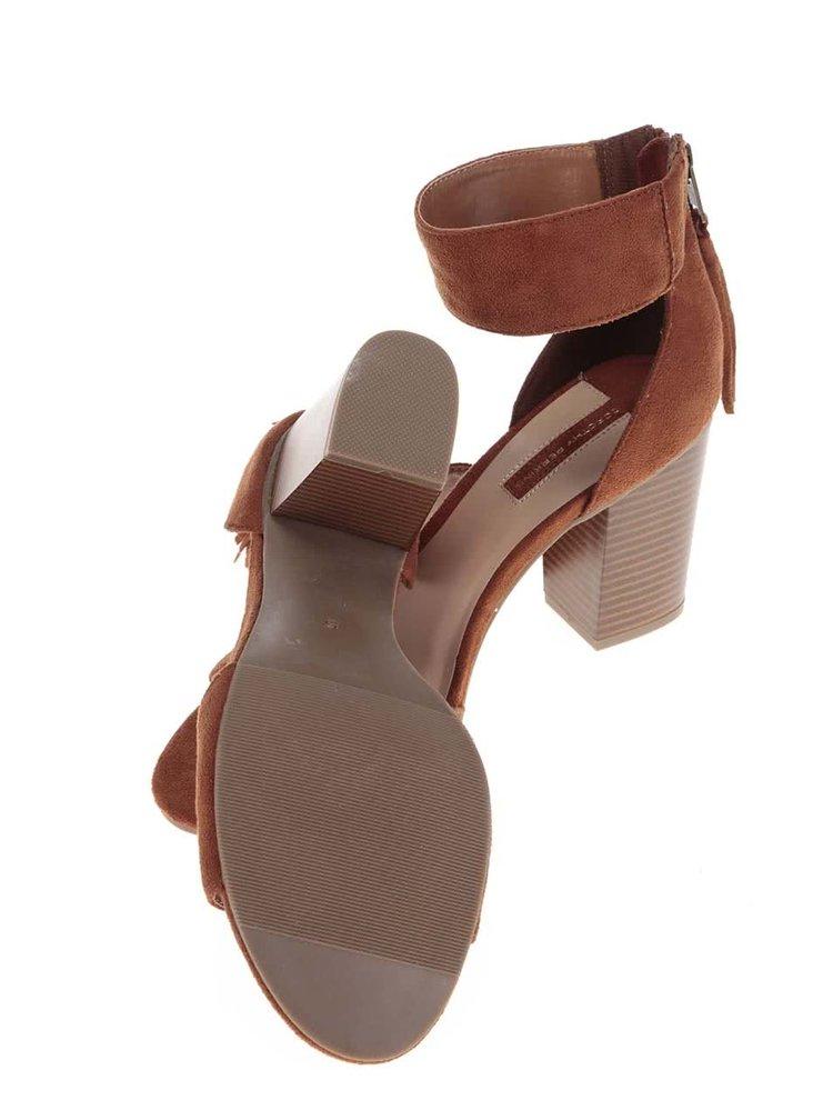 Hnědé sandálky v semišové úpravě s třásněmi na podpatku Dorothy Perkins