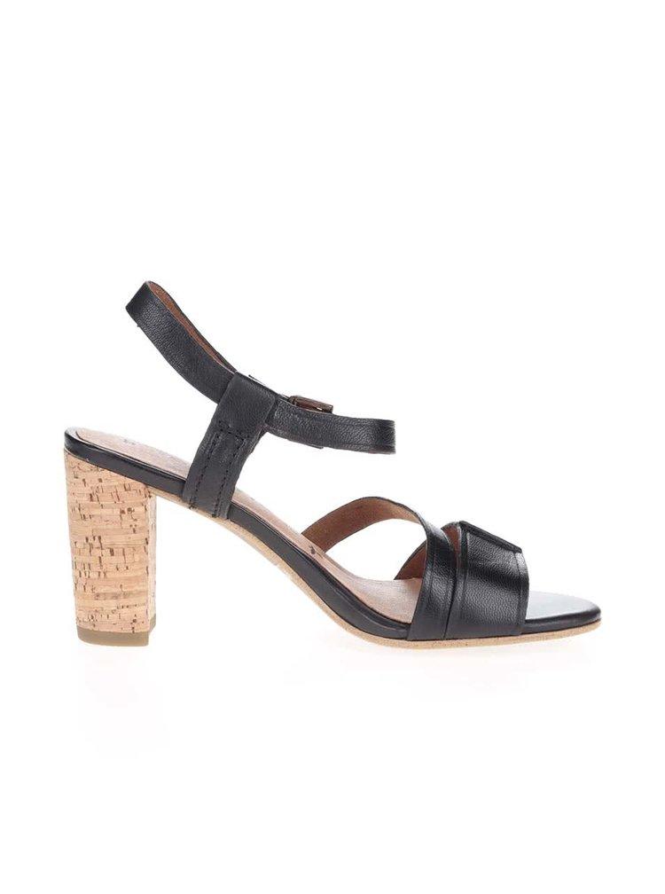 Černé kožené boty na podpatku Tamaris