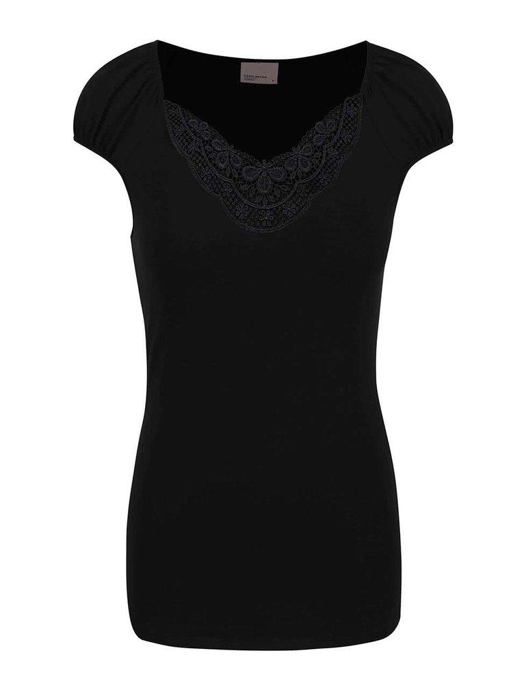 Čierne tričko s čipkovaným výstrihom VERO MODA Inge