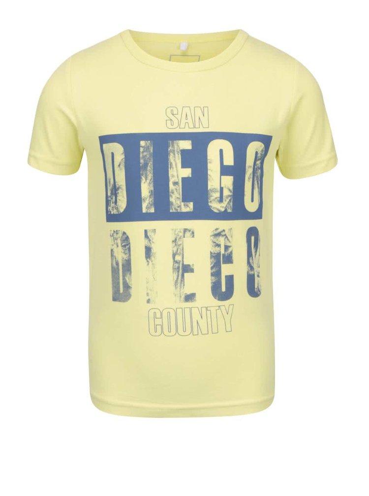 Tricou de băieți name it Vux galben cu print