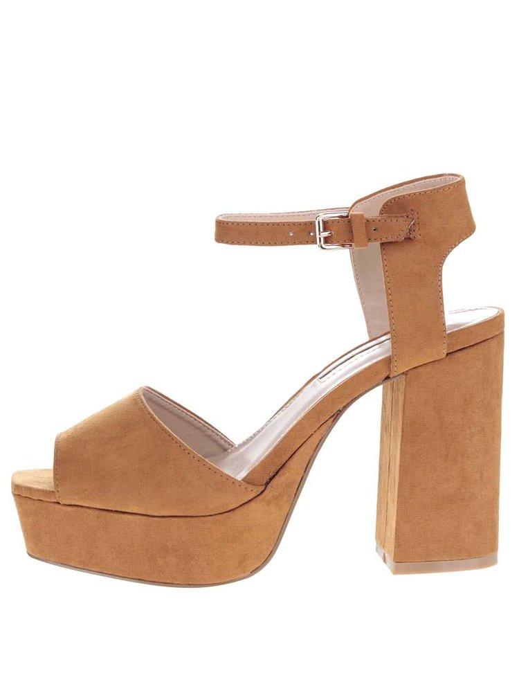Světle hnědé sandály v semišové úpravě na podpatku Miss Selfridge