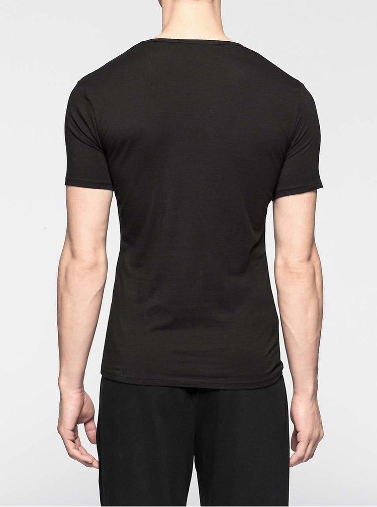 Sada dvou pánských černých slim fit trik pod košili s kulatým výstřihem Calvin Klein