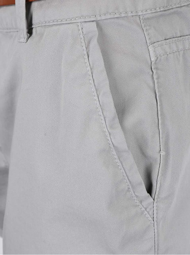Světle šedé krátké šortky s hnědým páskem Dorothy Perkins