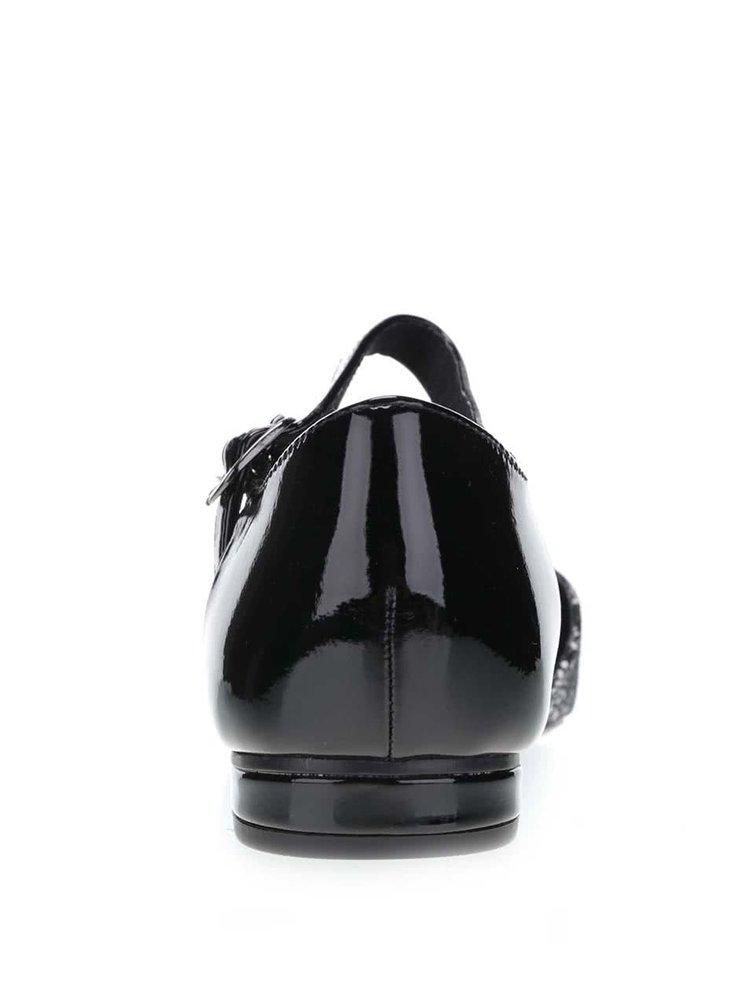 Bílo-černé vzorované sandály s plnou špičkou Tamaris