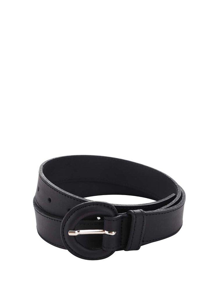 Černý kožený pásek s oválnou přezkou Pieces Polto