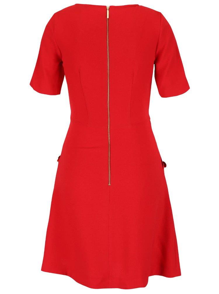 Červené šaty s gombíkmi v zlatej farbe na vreckách Closet