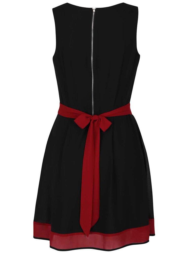 Čierne šaty s vínovým lemom Apricot