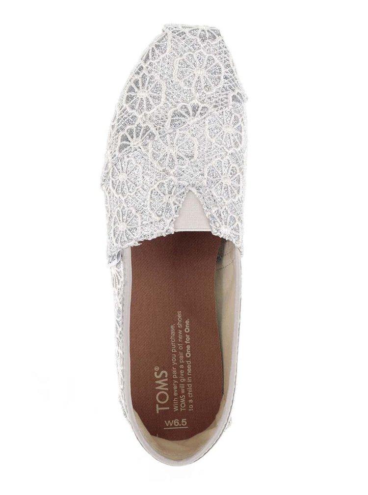 Dámske čipkované loafers v krémovo-striebornej farbe TOMS