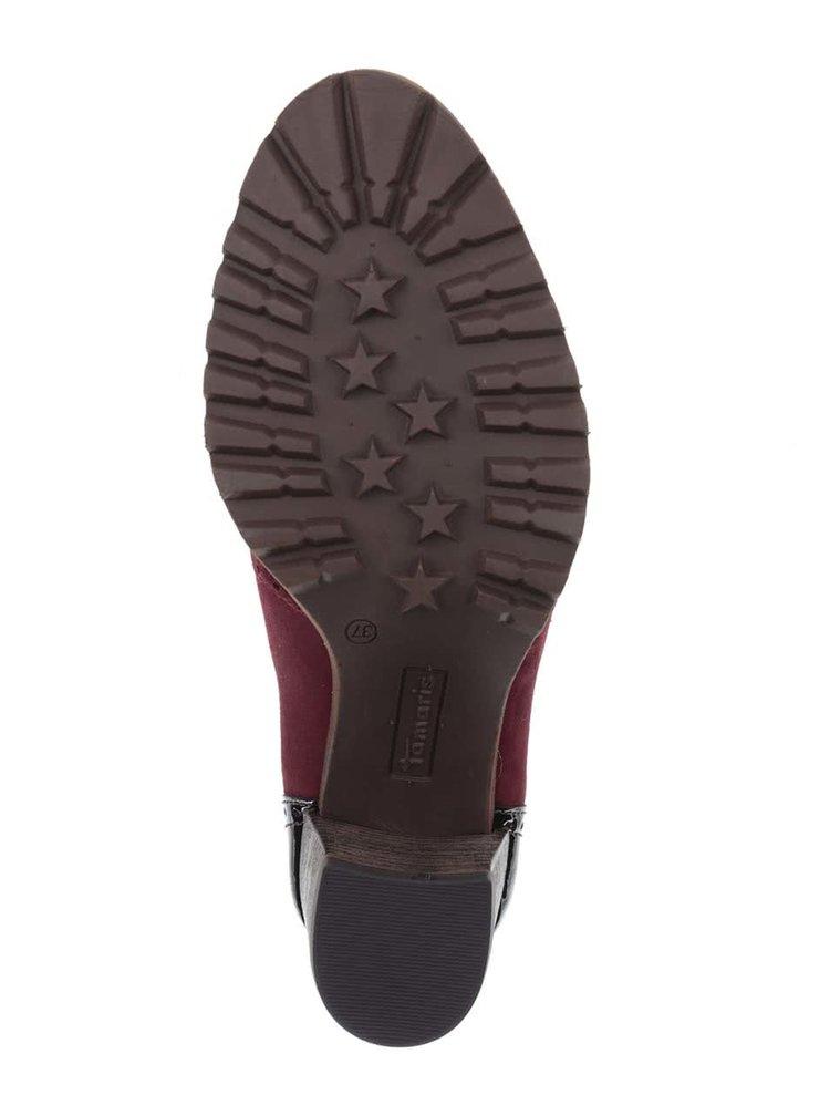 Vínové semišové poltopánky na podpätku s lesklými čiernymi detailmi Tamaris